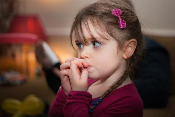 Привычка грызть ногти становится частой причиной их расслоения
