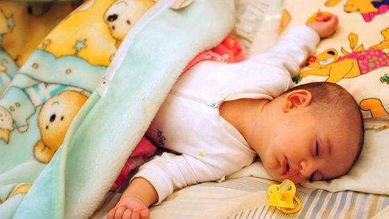 Засыпая, ребенок часто выплевывает соску
