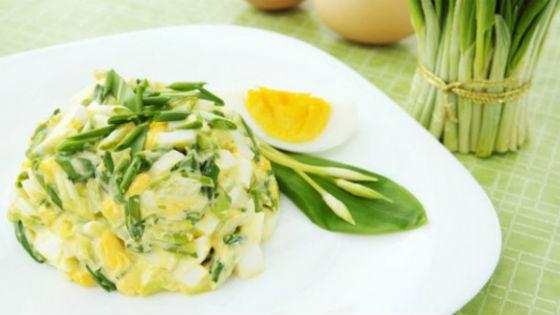 Салат с колбой и яйцами