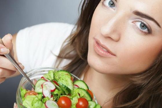 Салаты из овощей допустимо заправлять подсолнечным маслом