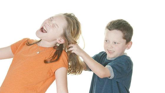 Отклонения в поведении чаще встречается у мальчиков