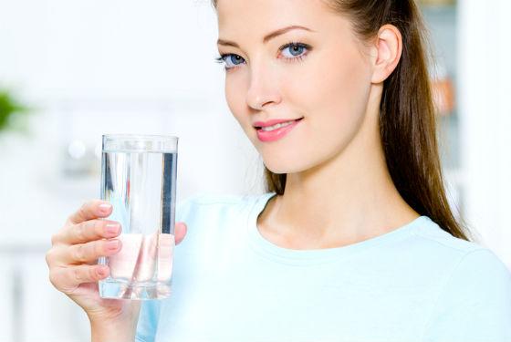 При похудении нужно пить много чистой воды