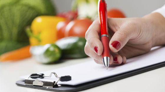 Любой строгий рацион предполагает подсчет калорий и составление меню заранее