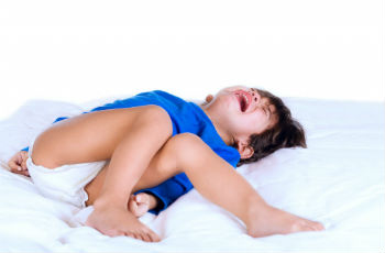 Судороги при температуре у ребенка — что это такое, как выглядят и что делать при фебрильных конвульсиях