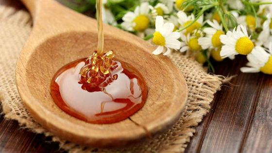 Настоящий мед имеет тягучую консистенцию