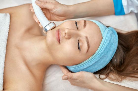 Массажное воздействие ультразвуком на кожу лица