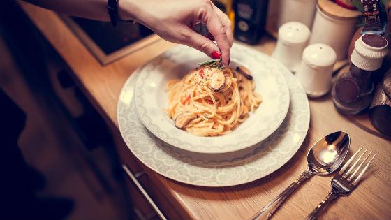 Правильно приготовленный романтический ужин способен повысить либидо