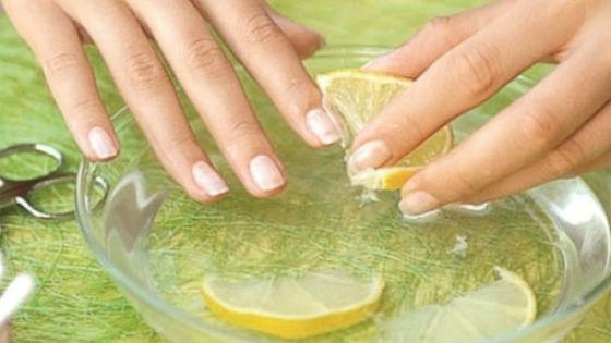 Лимон для отбеливания и укрепления ногтевой пластины