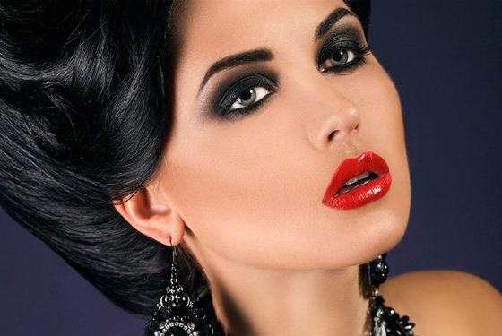 Вечерний макияж с яркой помадой