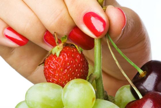 Большинство необходимых веществ содержится в свежих овощах и фруктах