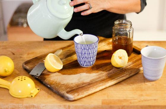 Вода с лимоном и медом помогает снизить давление