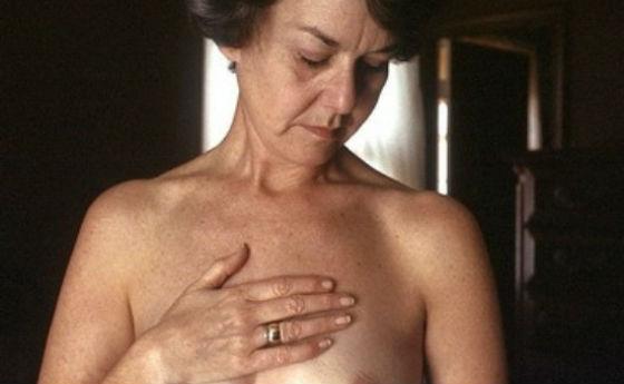 Самообследование груди в пожилом возрасте имеет важное значение