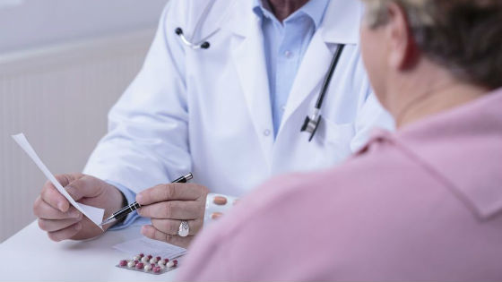 В период менопаузы для поддержания уровня гормонов выписывают препараты с их содержанием