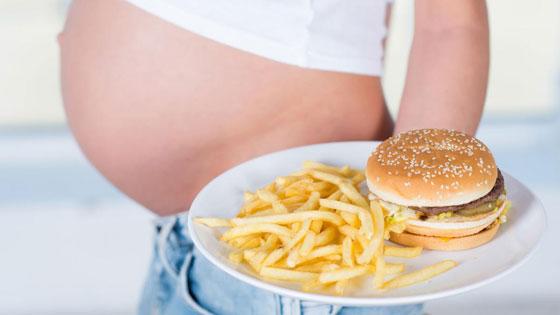 Картофель фри и гамбургеры вредны при беременности
