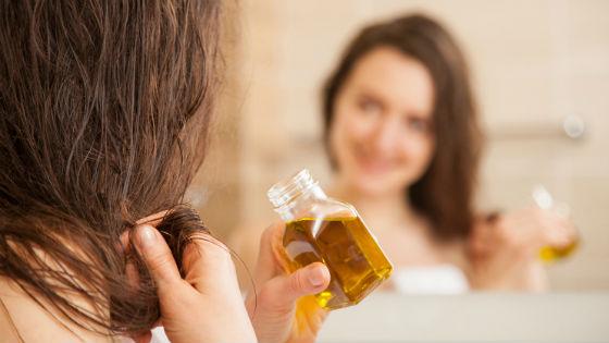 Масла не только выпрямляют, но и восстанавливают волосы