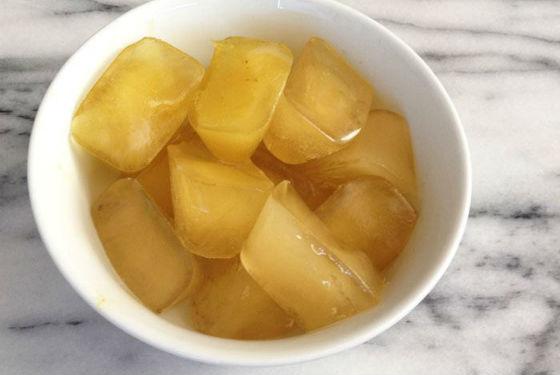 Кубики замороженного сока яблок для лица